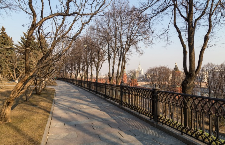 Moscow Kremlin park. Early spring