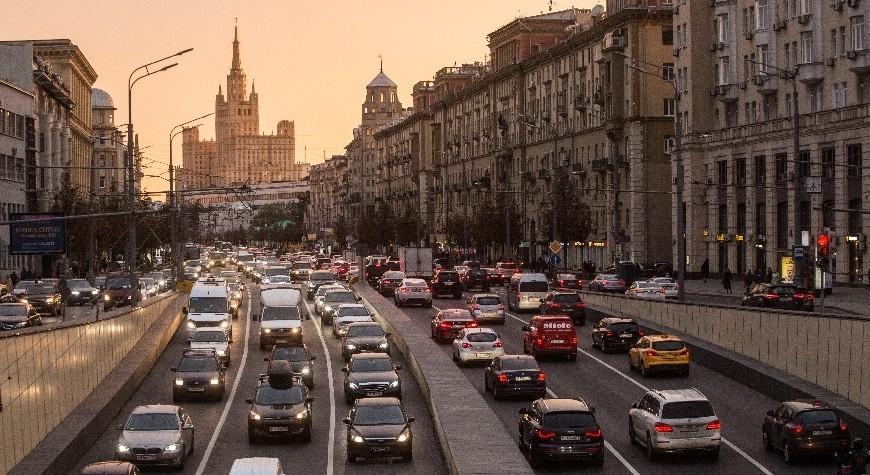MOSCOW, RUSSIA - OCTOBER 9, 2018: Heavy traffic in Bolshaya Sadovaya Street. Dmitry Feoktistov/TASS  Ðîññèÿ. Ìîñêâà. Âèä íà Áîëüøóþ Ñàäîâóþ óëèöó. Äìèòðèé Ôåîêòèñòîâ/ÒÀÑÑ